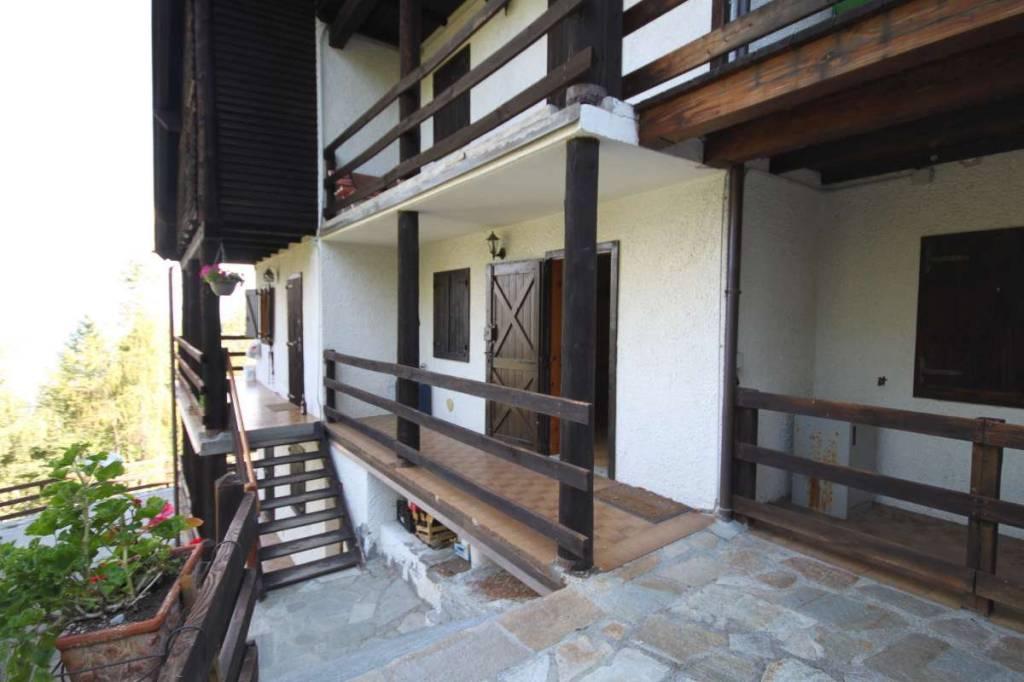 Appartamento in buone condizioni arredato in vendita Rif. 7677883