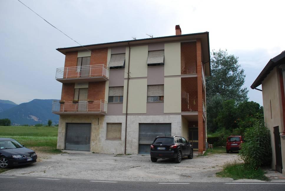 Appartamento in buone condizioni in vendita Rif. 7676979