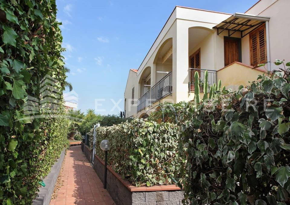 Appartamento in buone condizioni arredato in affitto Rif. 7678485