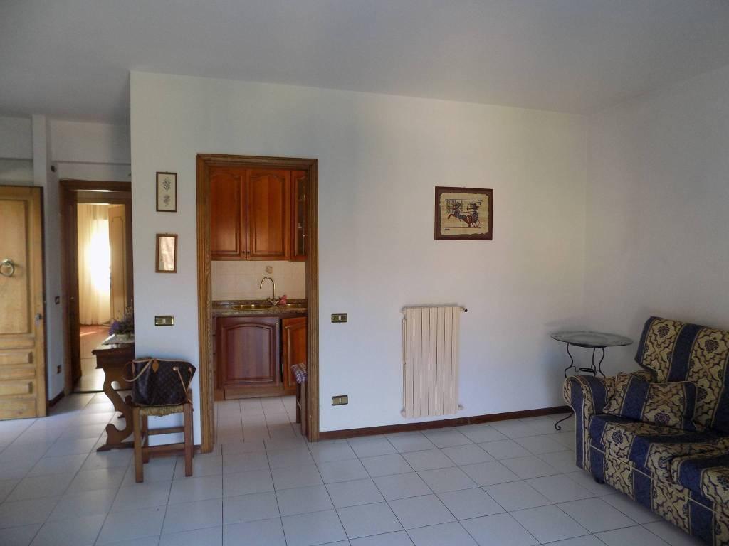 Appartamento in buone condizioni arredato in vendita Rif. 7678267