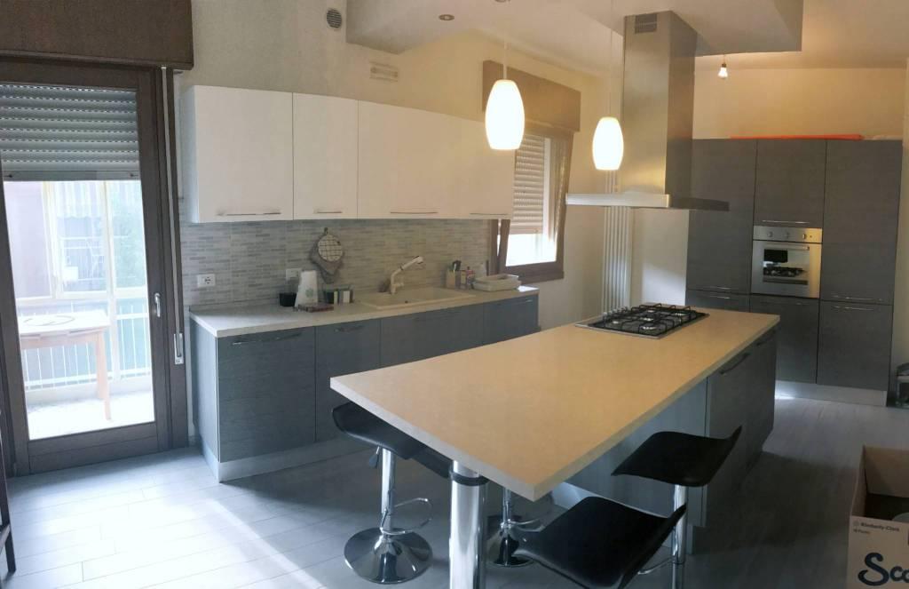 Appartamento in ottime condizioni parzialmente arredato in affitto Rif. 7677522