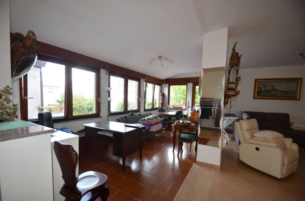 Appartamento in ottime condizioni parzialmente arredato in vendita Rif. 7677399