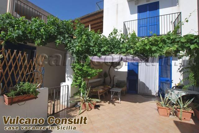 Appartamento in vendita a Lipari, 3 locali, prezzo € 160.000   CambioCasa.it