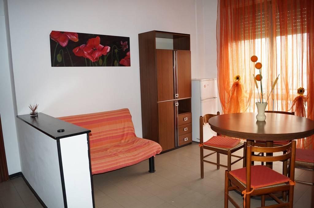 Appartamento in buone condizioni arredato in vendita Rif. 8465405