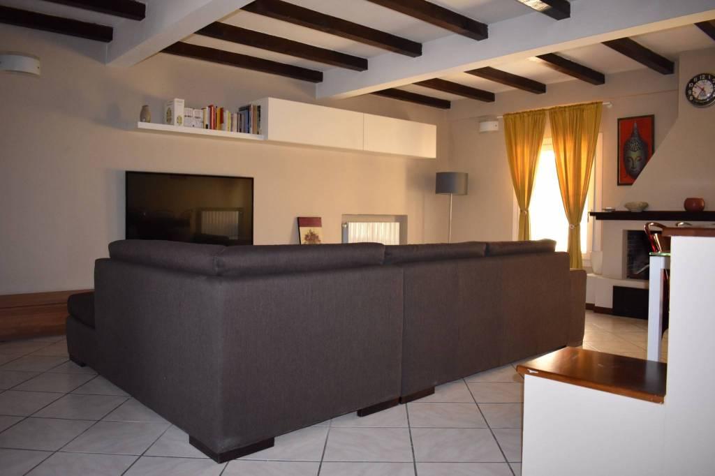 Appartamento in ottime condizioni arredato in affitto Rif. 7692812