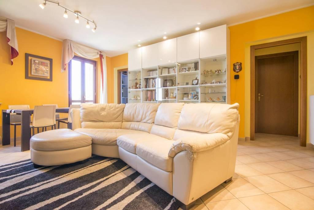 Appartamento in ottime condizioni in vendita Rif. 7691902