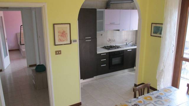 Appartamento in buone condizioni parzialmente arredato in affitto Rif. 5784746