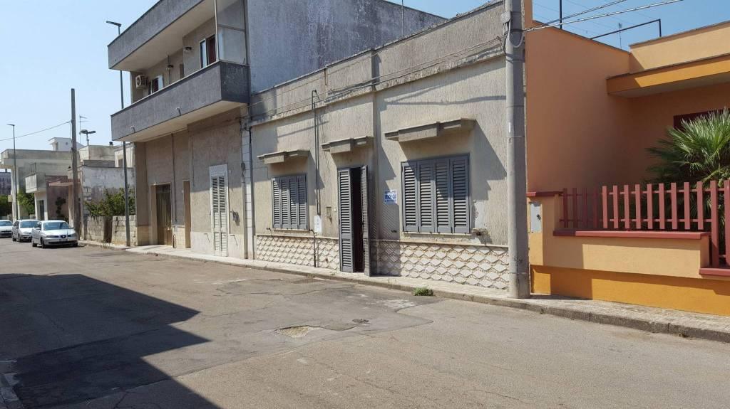Appartamento da ristrutturare parzialmente arredato in vendita Rif. 7691111