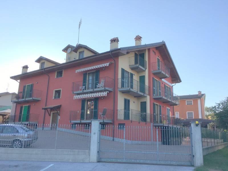 Appartamento in buone condizioni parzialmente arredato in affitto Rif. 7690794