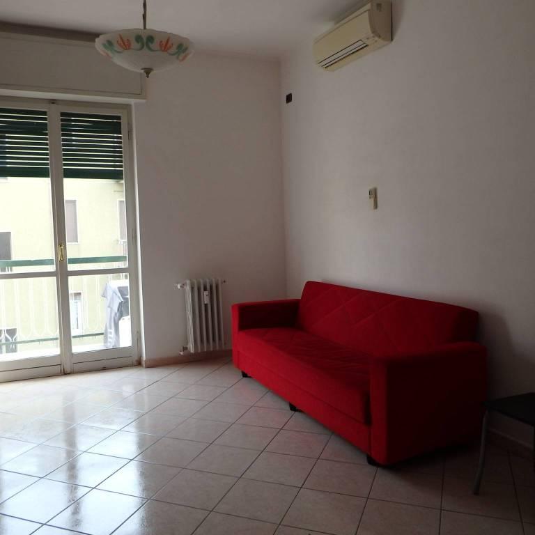 Appartamento in buone condizioni arredato in affitto Rif. 7689652