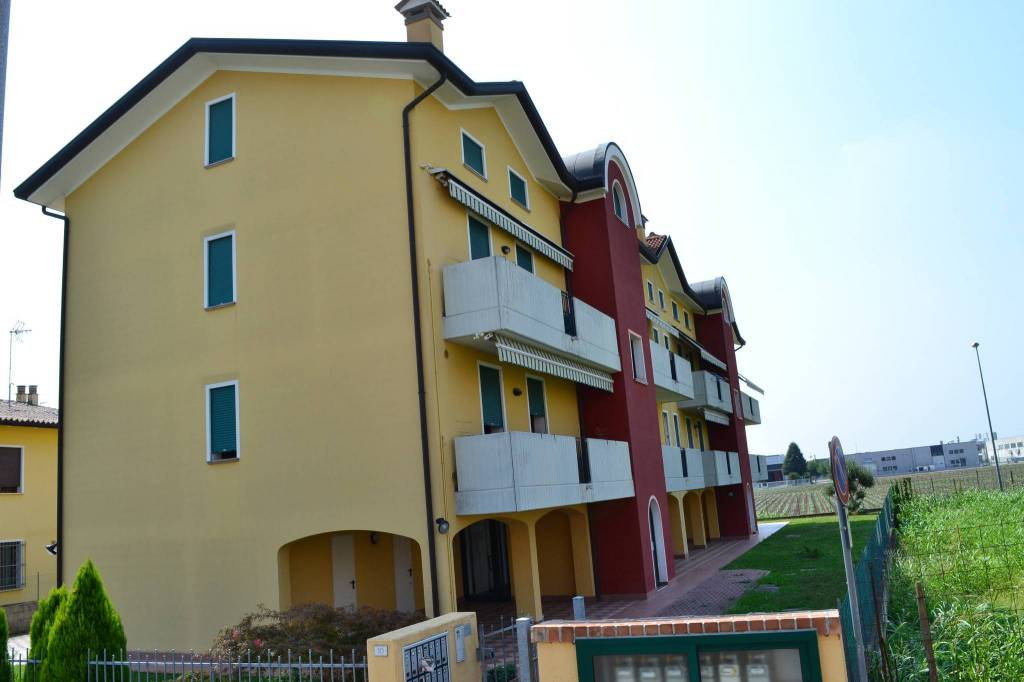 Appartamento in ottime condizioni arredato in vendita Rif. 7692547