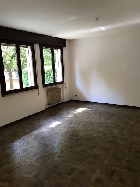 Appartamento in buone condizioni in vendita Rif. 7690636