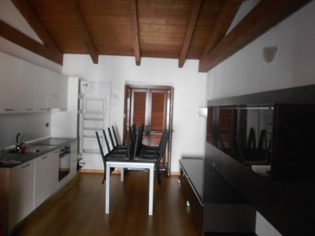 Appartamento in ottime condizioni arredato in affitto Rif. 7689321