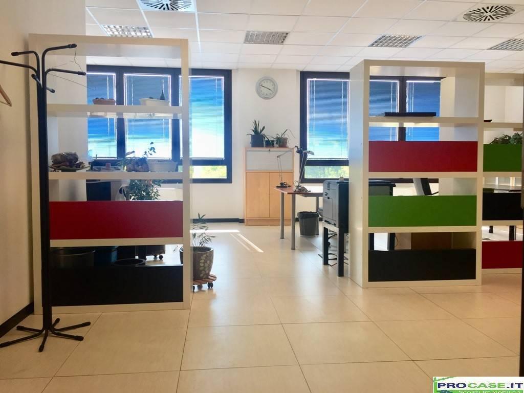 Ufficio / Studio in affitto a Saronno, 1 locali, prezzo € 750   CambioCasa.it