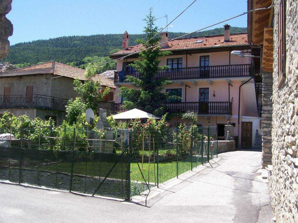 Foto 1 di Trilocale Frazione Vefan, Gignod