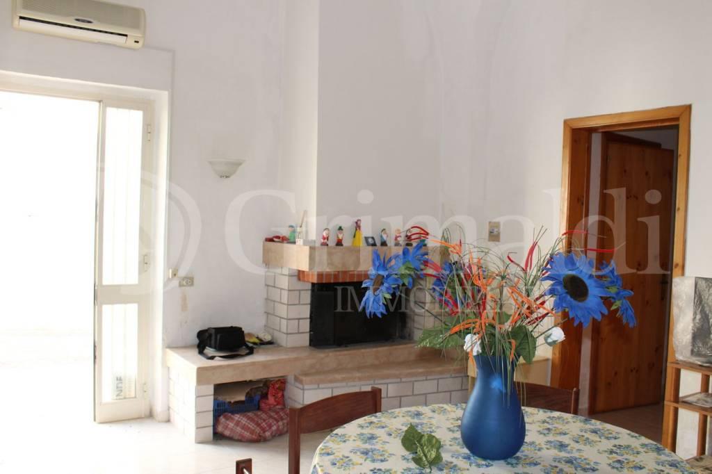 Appartamento in buone condizioni arredato in vendita Rif. 7690297
