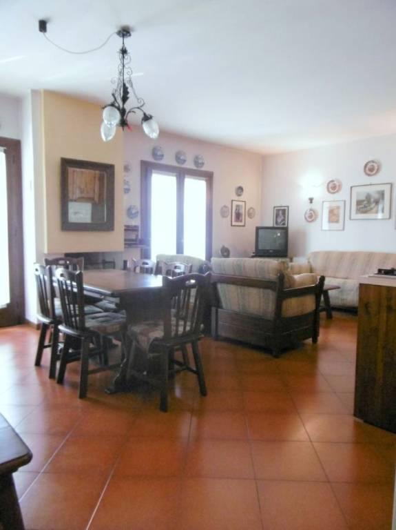 Appartamento in buone condizioni in affitto Rif. 7706514
