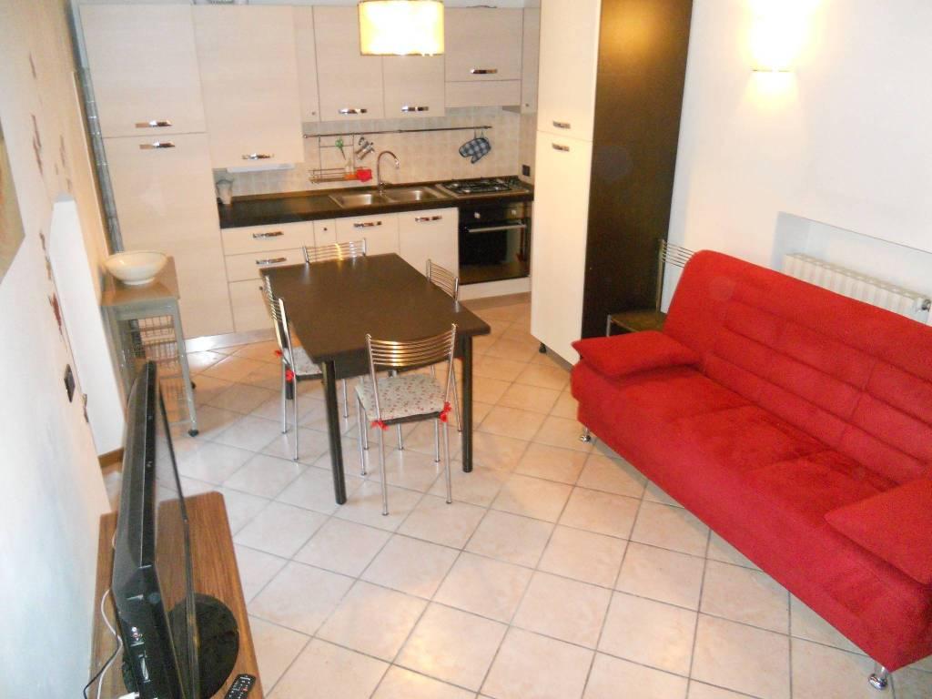 Appartamento in ottime condizioni arredato in vendita Rif. 8934942