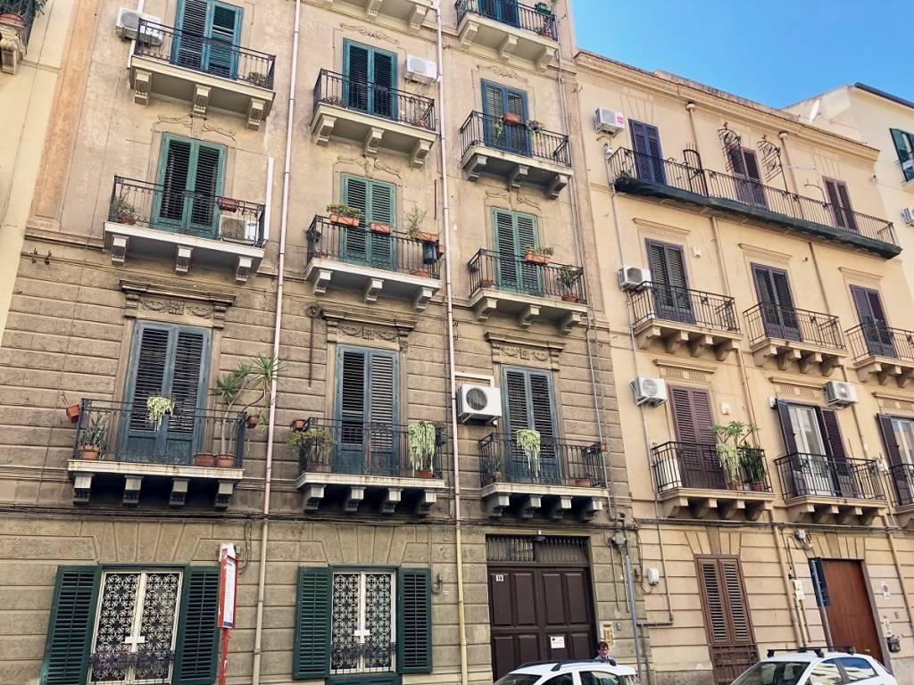 Appartamento in buone condizioni in affitto Rif. 8648210