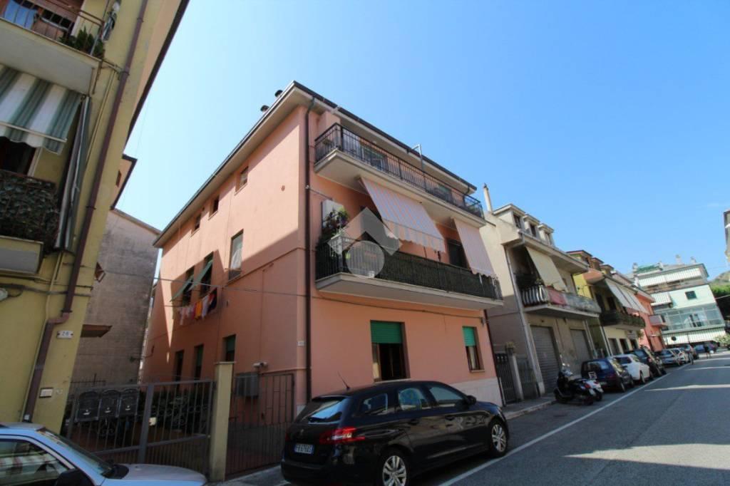 Appartamento in buone condizioni in vendita Rif. 9332935