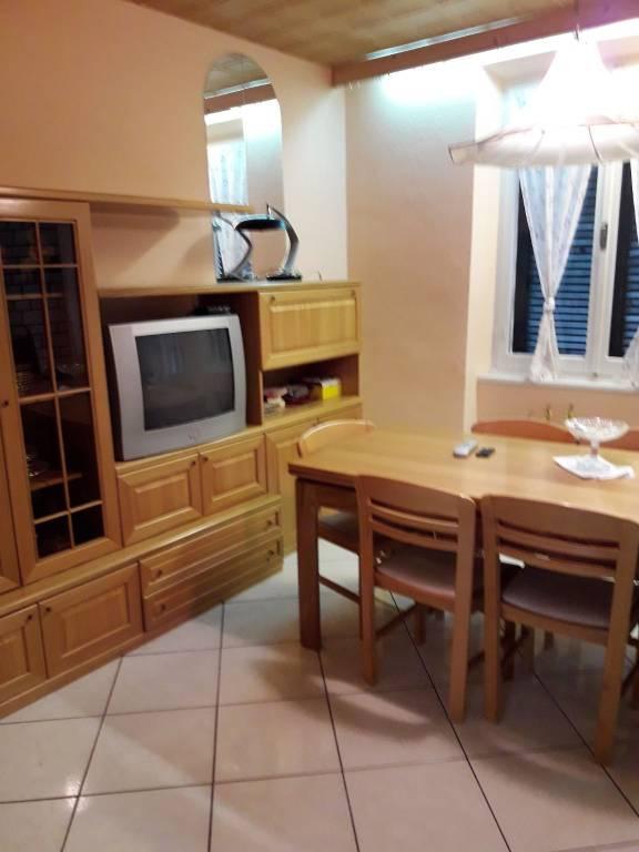 Appartamento in ottime condizioni arredato in vendita Rif. 7704362