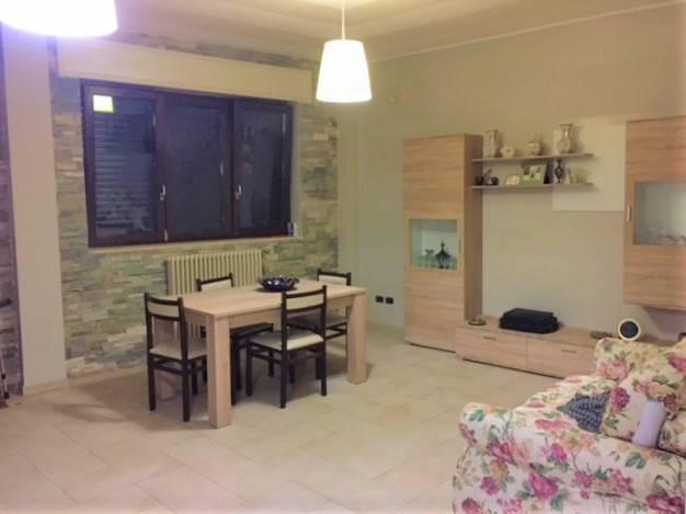 Appartamento in buone condizioni parzialmente arredato in vendita Rif. 7706016