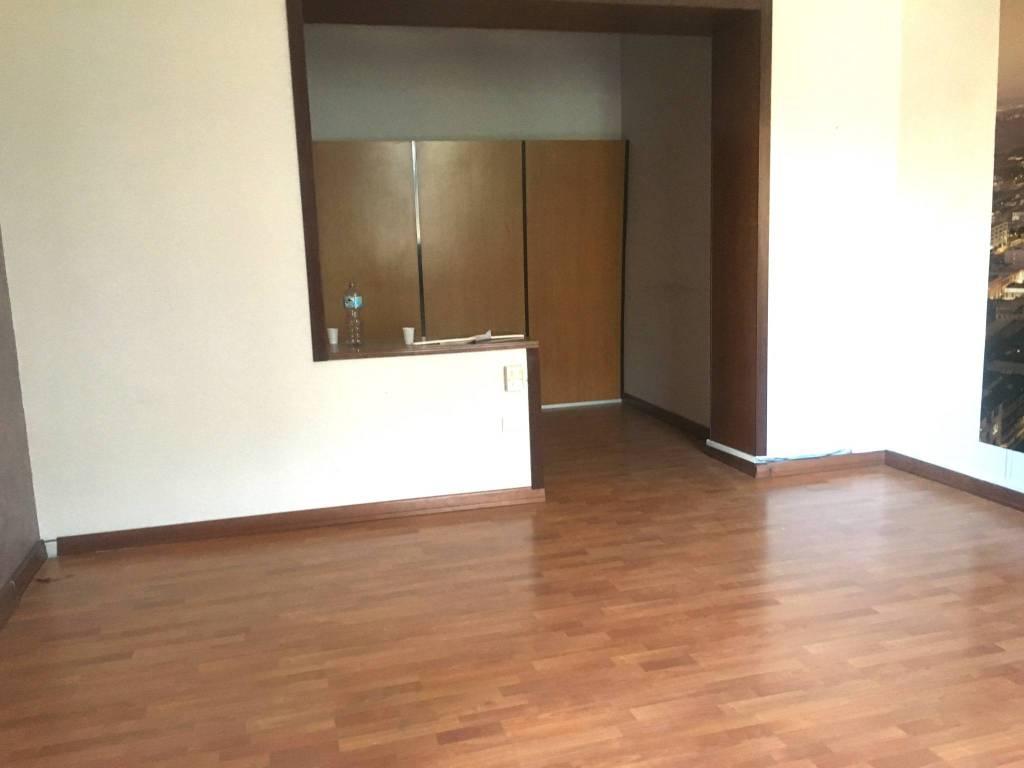 Appartamento in buone condizioni in affitto Rif. 7706048