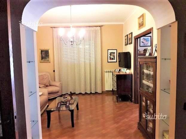 Appartamento in buone condizioni in affitto Rif. 7620700