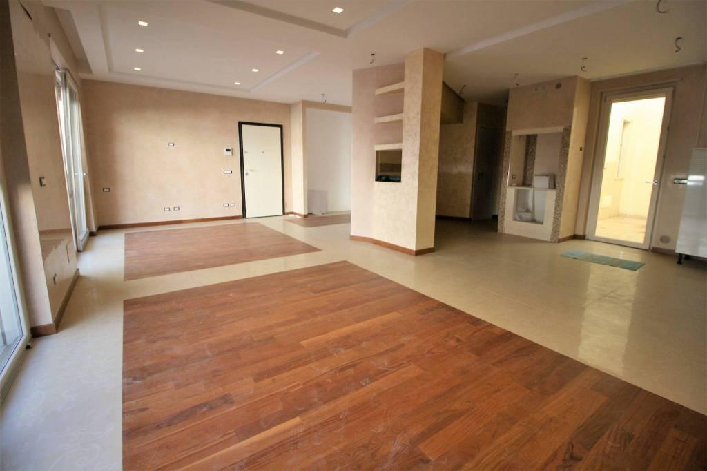 Appartamento in ottime condizioni in vendita Rif. 7705040