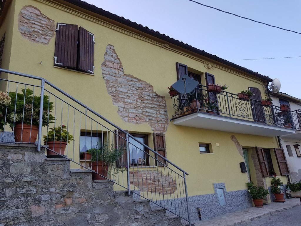 Casa Indipendente in ottime condizioni parzialmente arredato in vendita Rif. 7721774
