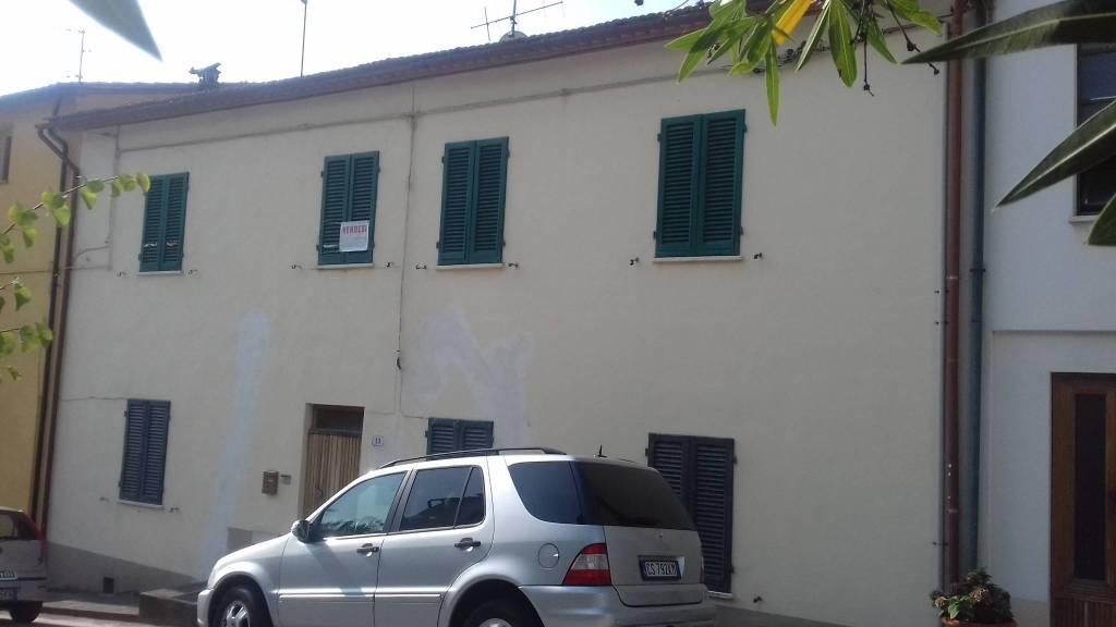 Appartamento in buone condizioni in vendita Rif. 7723618