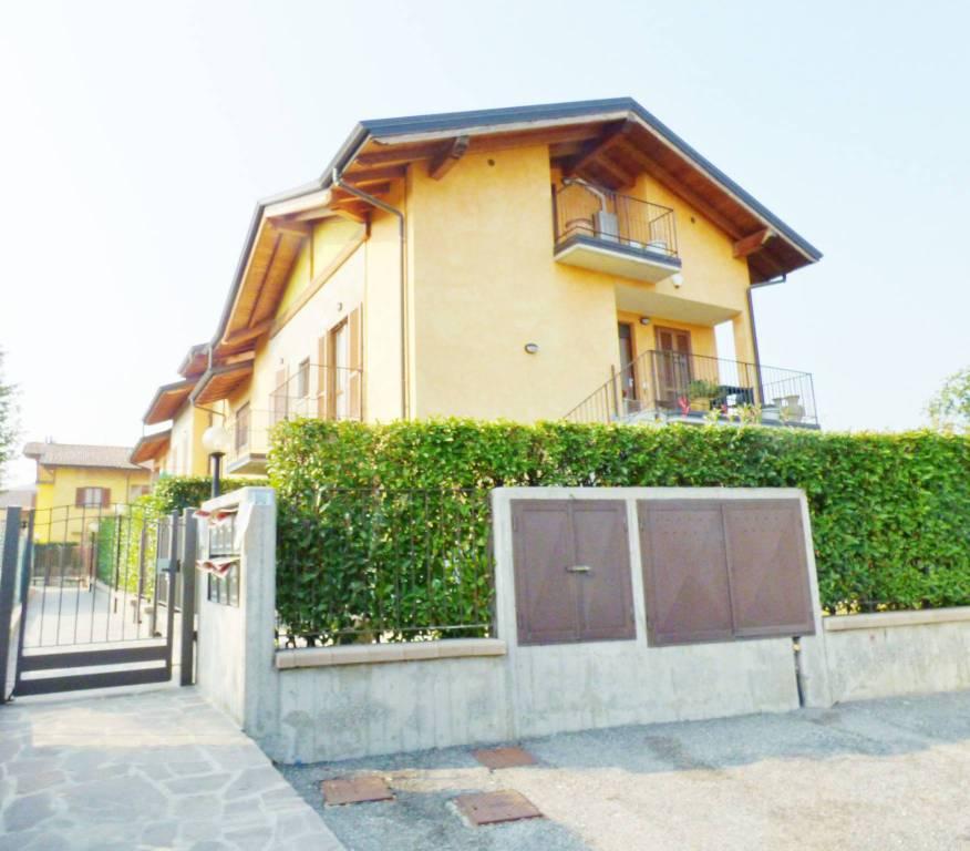 Appartamento in buone condizioni in vendita Rif. 7722746