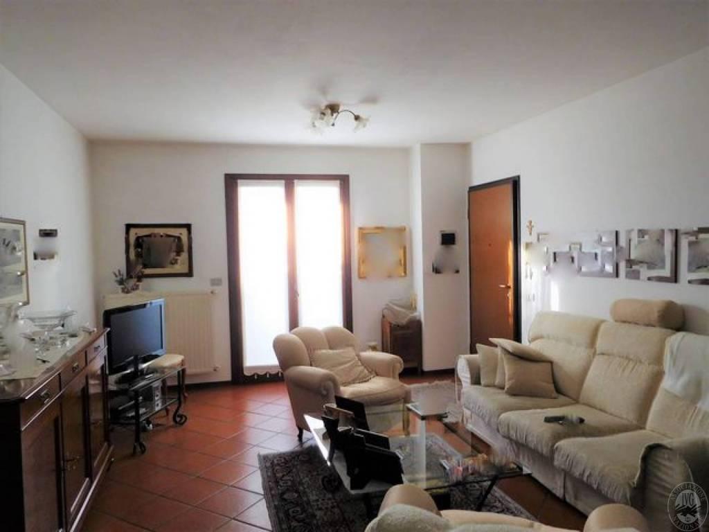 Appartamento in ottime condizioni in vendita Rif. 7721843