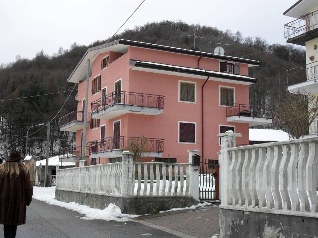 Appartamento in buone condizioni arredato in vendita Rif. 7721471