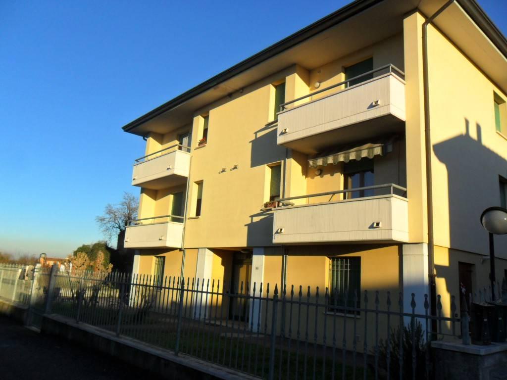 Appartamento in buone condizioni in affitto Rif. 7719484