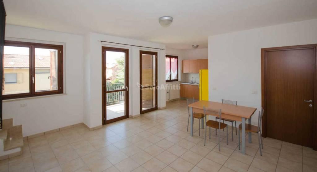 Appartamento in buone condizioni parzialmente arredato in affitto Rif. 8492087