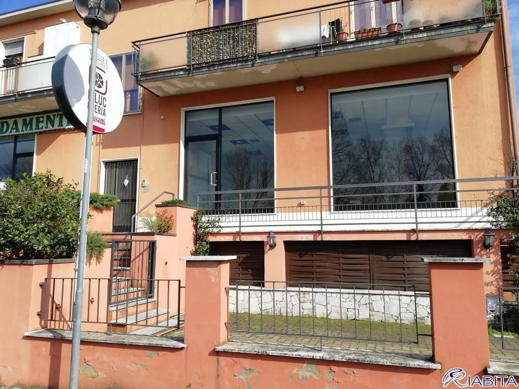 Negozio-locale in Vendita a Piacenza Periferia Sud: 3 locali, 286 mq