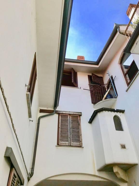 Appartamento in buone condizioni in affitto Rif. 7766474