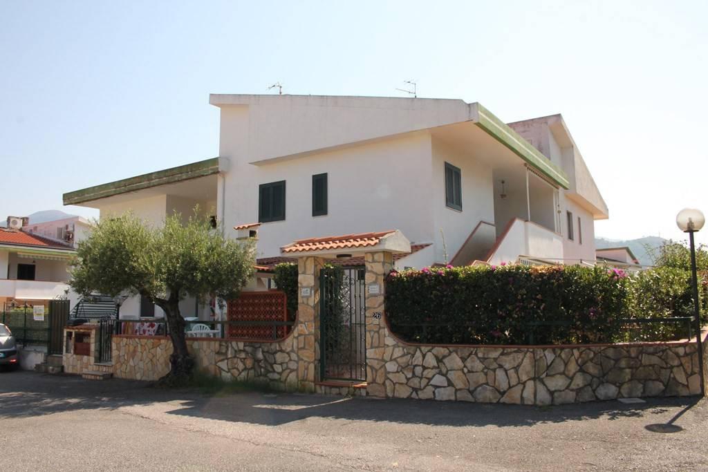 Appartamento in buone condizioni arredato in vendita Rif. 7733264