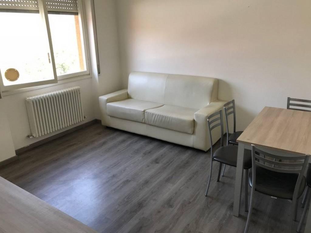 Appartamento in ottime condizioni arredato in vendita Rif. 7734031