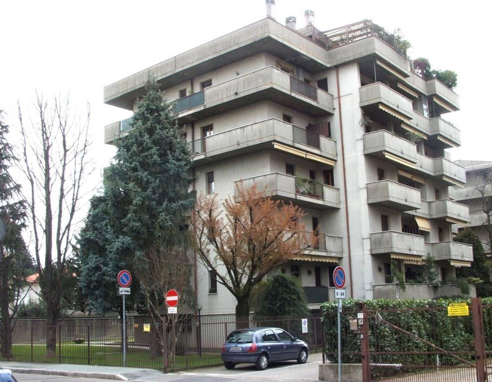Appartamento in buone condizioni in affitto Rif. 7733414