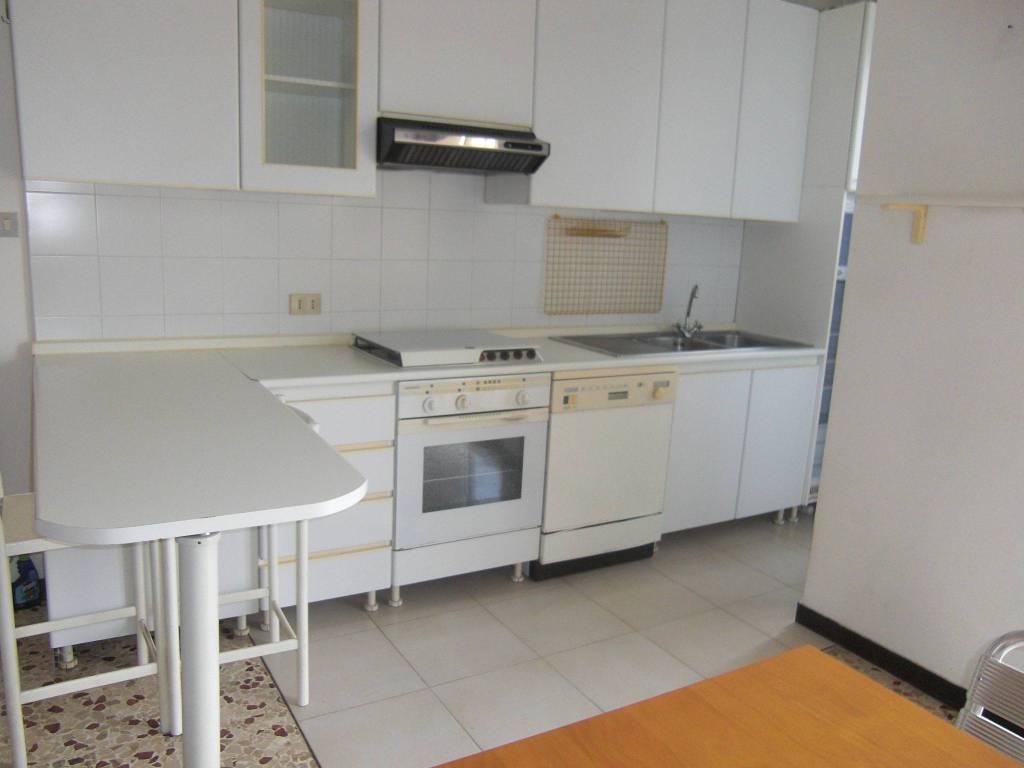 Appartamento in buone condizioni parzialmente arredato in affitto Rif. 7733155