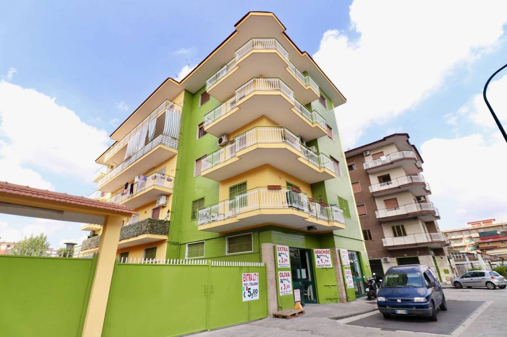 Appartamento in buone condizioni in affitto Rif. 7732924