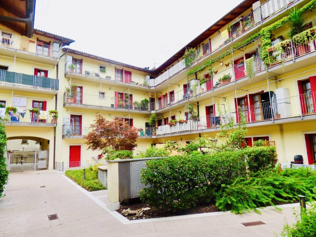 Appartamento in ottime condizioni arredato in affitto Rif. 7734820