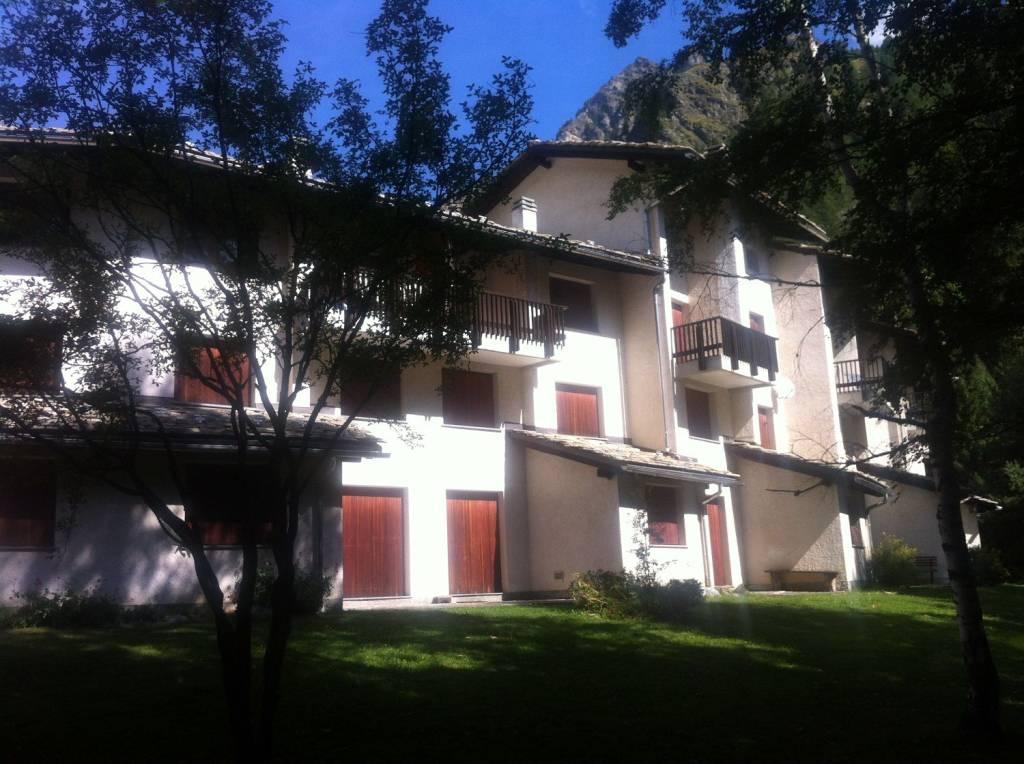 Appartamento in vendita a Gressoney-Saint-Jean, 4 locali, prezzo € 390.000 | CambioCasa.it