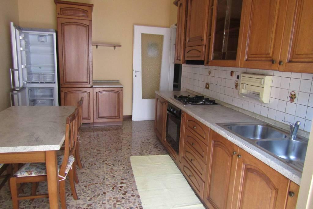 Appartamento in buone condizioni arredato in affitto Rif. 7733524