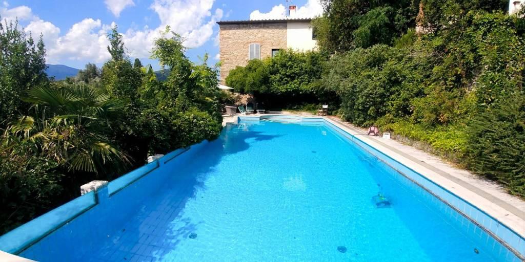 Villa in buone condizioni arredato in vendita Rif. 7735016
