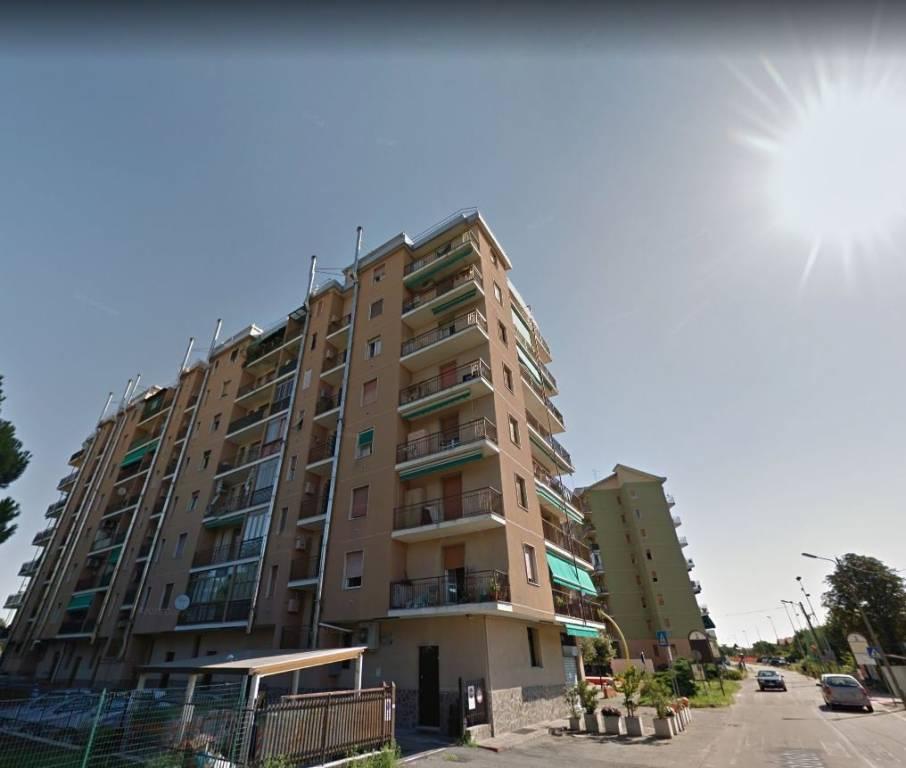 Appartamento in buone condizioni in vendita Rif. 9448361