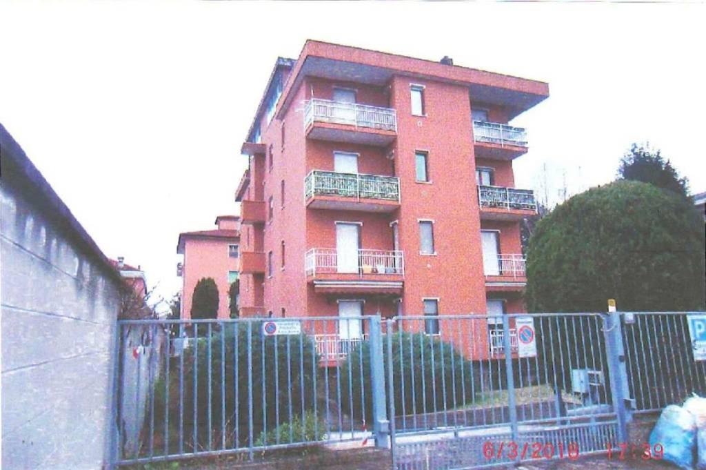 Appartamento in buone condizioni in vendita Rif. 8640686