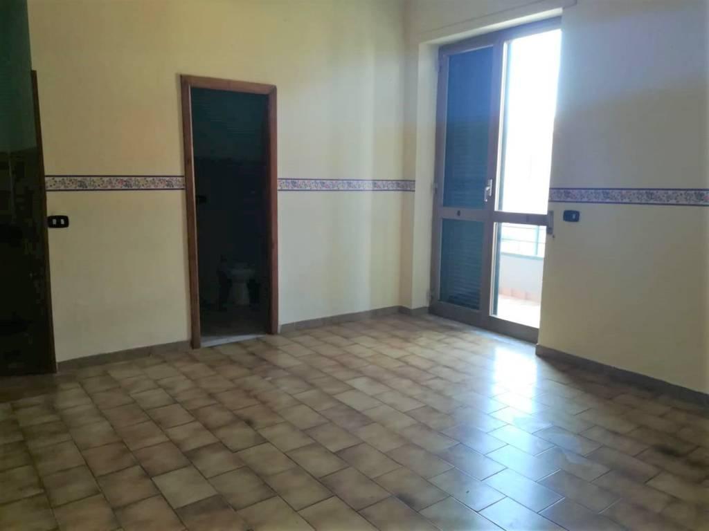 Appartamento in buone condizioni in affitto Rif. 7737248